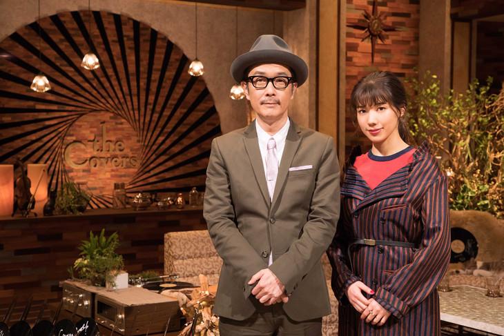 「The Covers」司会を務めるリリー・フランキーと仲里依紗。(写真提供:NHK)