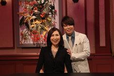 高橋洋子(左)と番組MCの西川貴教(T.M.Revolution / 右)。(写真提供:音組)