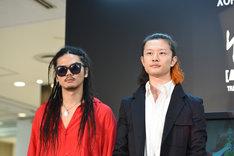 左から庄村聡泰(Dr)、磯部寛之(B, Cho)。