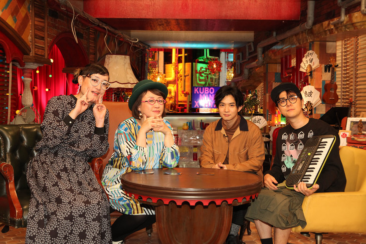 「久保みねヒャダこじらせナイト」出演者。左から能町みね子、久保ミツロウ、千葉雄大、ヒャダイン。(c)フジテレビ