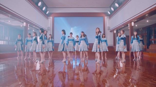 乃木坂46「いつかできるから今日できる」ミュージックビデオのワンシーン。