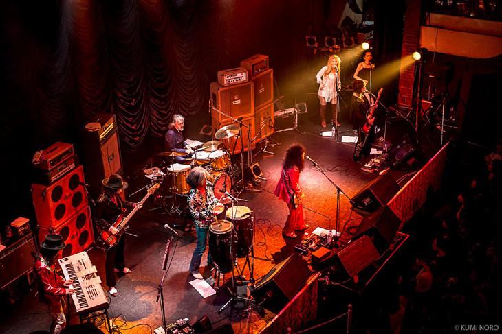 「~マーク・ボラン追悼~ GLAM ROCK EASTER Vol.31」東京・東京キネマ倶楽部公演の様子。(Photo by NORO KUMI)