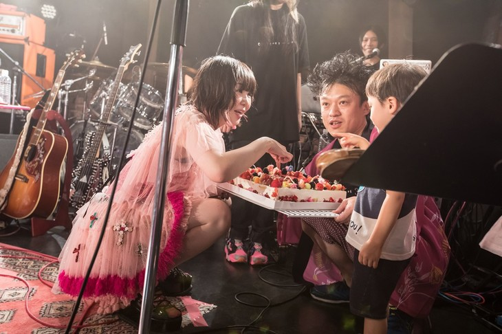 「大森靖子生誕祭~ OVER 30 OVER THE PARTY」の様子。