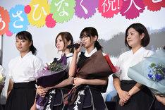 締めの挨拶をする西野七瀬(右から2番目)。