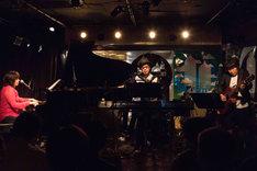 左から川村結花、Dr.kyOn、佐橋佳幸。(撮影:園木和彦)