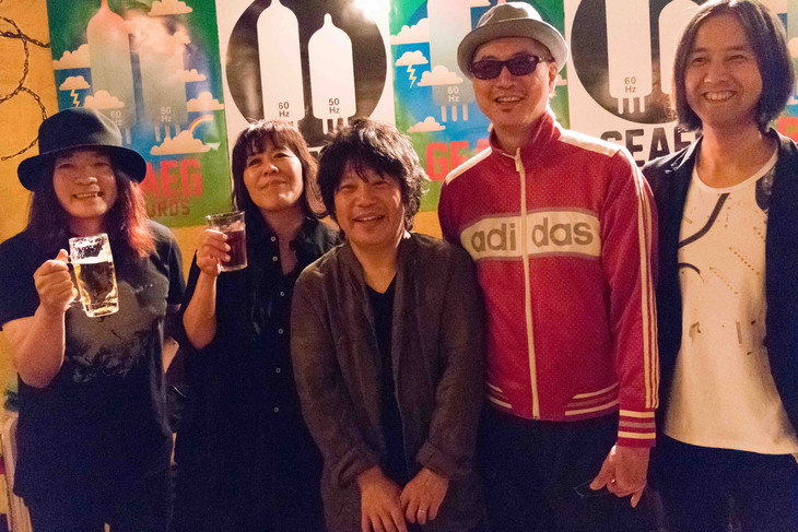 左から直枝政広(カーネーション)、川村結花、佐橋佳幸、Dr.kyOn、高野寛。(撮影:園木和彦)