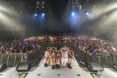 神宿「神が宿る場所~HARAJUKU DREAM~」東京・ラフォーレ原宿公演で行われた記念撮影の様子。