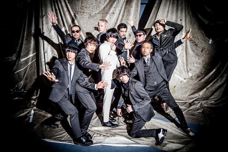 東京スカパラダイスオーケストラと斎藤宏介(UNISON SQUARE GARDEN)。