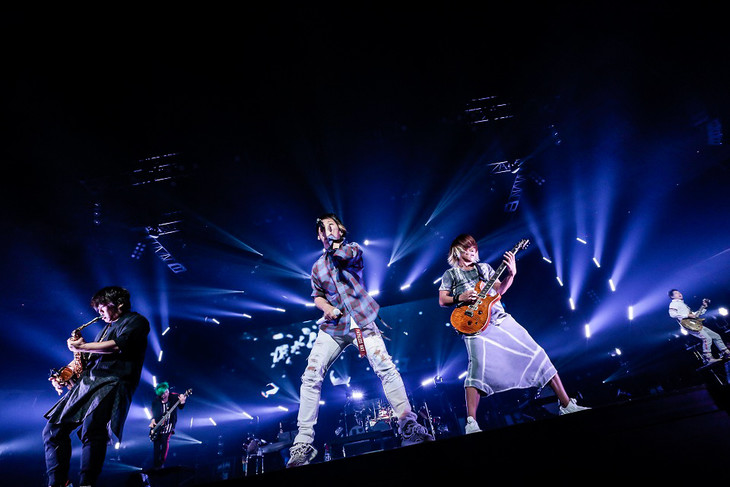 UVERworld「IDEAL REALITY TOUR」東京・日本武道館公演の様子。