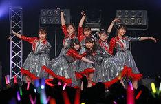 Juice=Juice「Juice=Juice LIVE AROUND 2017 ~World Tour→J=J Day Special~」東京・Zepp DiverCity TOKYO公演の様子。(提供:アップフロント)
