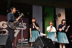 田島貴男(左端)とNegicco。
