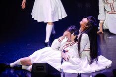 「サドンデス」のダンスバトルで勝ち残った小林歌穂(左)と廣田あいか(右)。(撮影:上山陽介)