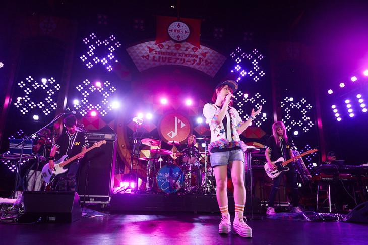内田真礼「コカ・コーラ SUMMER STATION 音楽LIVE」の模様。(c)テレビ朝日
