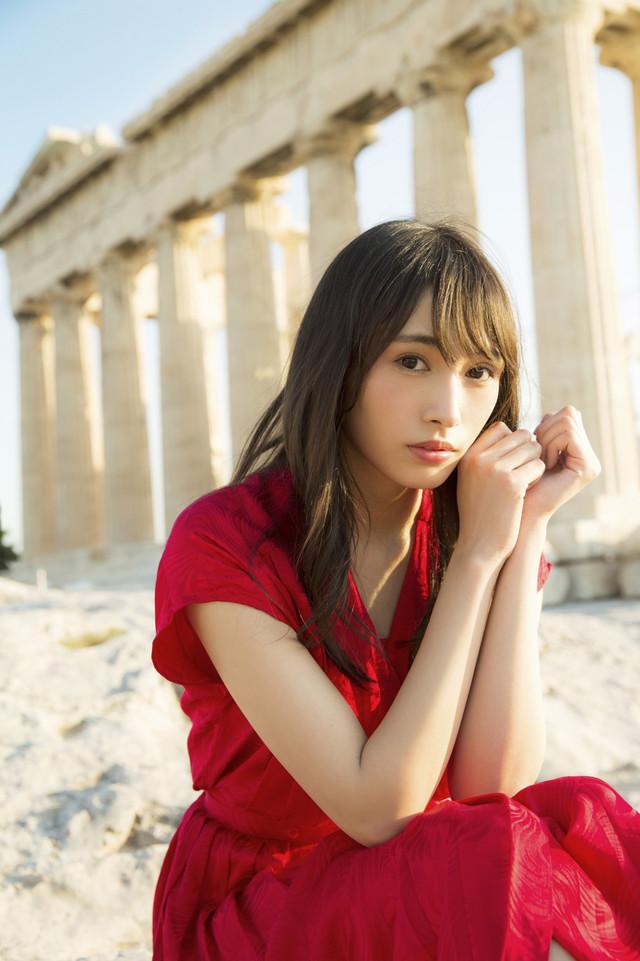 欅坂46渡辺梨加1st写真集「饒舌な眼差し」より。(c)阿部ちづる/集英社