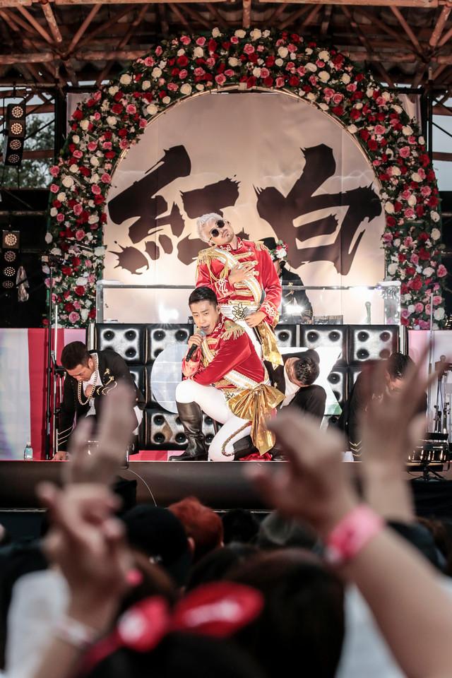 C&K「鹿屋市 presents C&Kの『紅白出場』特別祈願ライブ!~ 地元です。地元じゃなくても、地元です。KEENの本当の地元でワンマンです。in 鹿屋 霧島ヶ丘公園 ~」の様子。(Photo by Yosuke Torii / Terumi Fukano)
