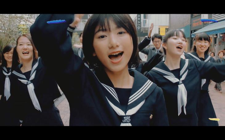 「メランコリー」ミュージックビデオのワンシーン。