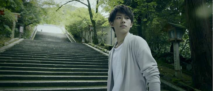 Qyoto「太陽もひとりぼっち」ミュージックビデオのワンシーン。
