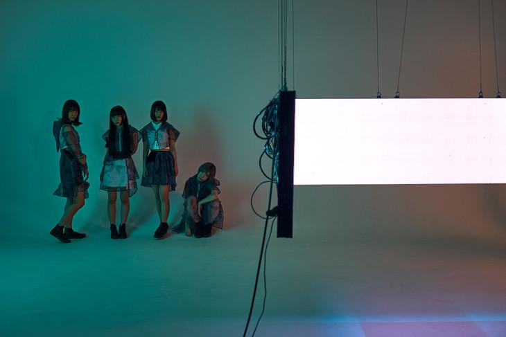 Maison book girl。左から2番目が和田輪。