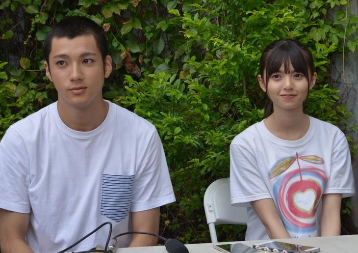 左から山田裕貴、齋藤飛鳥。 (c)『あの頃、君