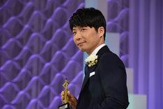 「東京ドラマアウォード2017」授賞式に登壇した星野源。