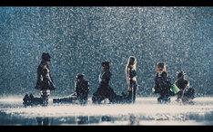 バンドじゃないもん!「Q.人生それでいいのかい?」MVのワンシーン。