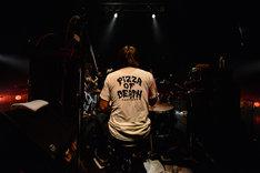 HATANO(Dr / HAWAIIAN6)。(Photo by Rui Hashimoto[SOUND SHOOTER])
