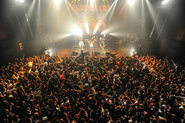 Hi-STANDARD「THE GIFT TOUR」東京・TSUTAYA O-EAST公演の様子。(Photo by Yuji Honda)