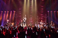 「綾野ましろ One-man Live 2017『UNIVERSE』」の様子。(Photo by Makiko Takada)