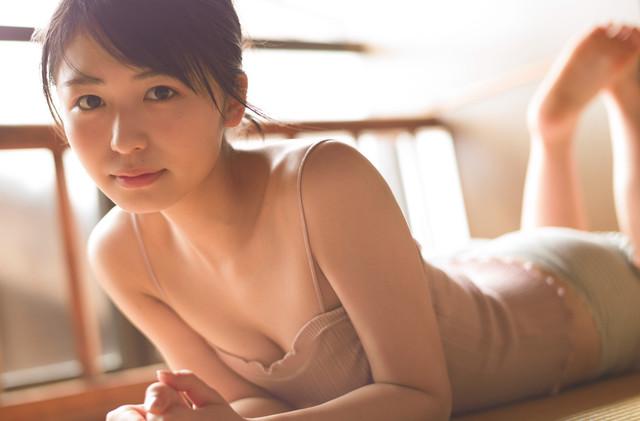 長濱ねる(欅坂46)1st写真集「ここから」より。(撮影:細居幸次郎)