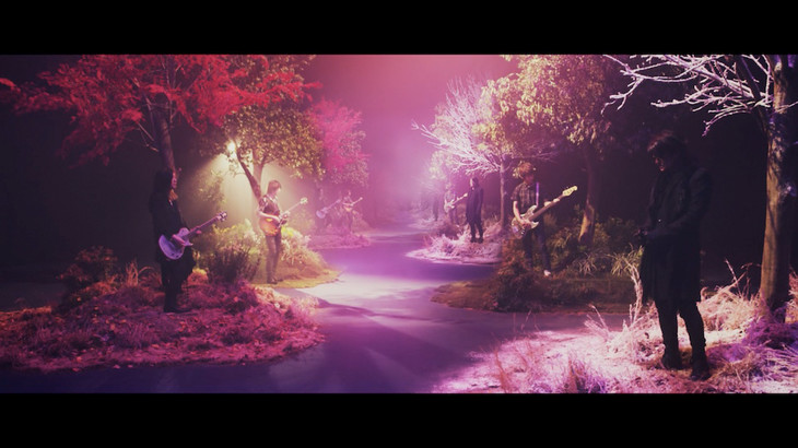 GLAY「あなたといきてゆく」ミュージックビデオのワンシーン。