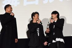左からAKIRA、TAKAHIRO、青柳翔。