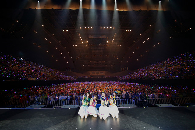 """「LAWSON presents Sphere live tour 2017 """"We are SPHERE!!!!!""""」での記念撮影。"""