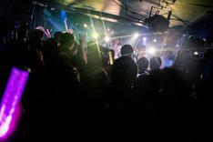 「神宿全国ツアー2017-2018~はじめまして!神宿です。~」大阪・STAR BOX公演の様子。[撮影:真島洸(M.u.D)]