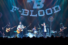 F-BLOOD「F-BLOOD 20th Anniversary POP'N'ROLL TOUR 2017」初日公演の様子。