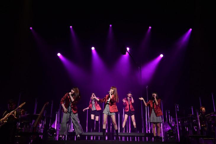 Little Glee Monster「リトグリライブツアー2017 秋 Let's Grooooove !!!!! Monster」東京・東京国際フォーラム ホールA公演の様子。(写真提供:Sony Music Records)