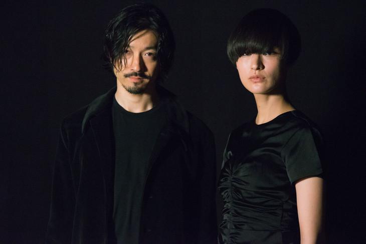 金子ノブアキ(RIZE)とシシド・カフカ。