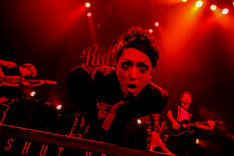 「REDLINE TOUR 2017」SiMのライブの様子。(Photo by Viola Kam [V'z Twinkle])