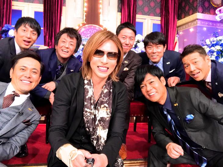YOSHIKIがしゃべくりメンバーと撮影したセルフィー。