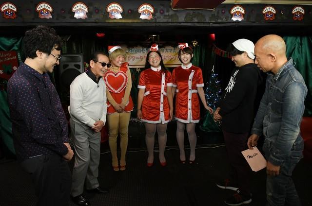 「タモリ倶楽部」で展開される「性夜のセクシークリスマス ナイトワークサンタが街にやってくる」のワンシーン。(c)テレビ朝日