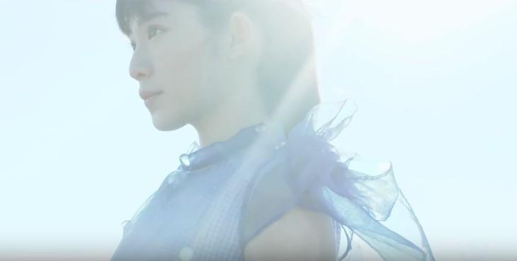 泉まくら「永遠の少女」ミュージックビデオのワンシーン。