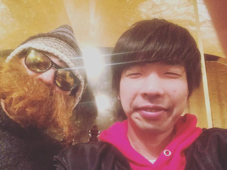 笑顔の西中島きなこ(左)、吉田靖直(右)。