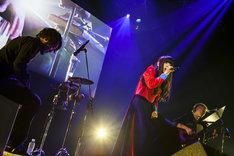 左から吉岡紘希、アイナ・ジ・エンド、松隈ケンタ。(写真提供:WACK)