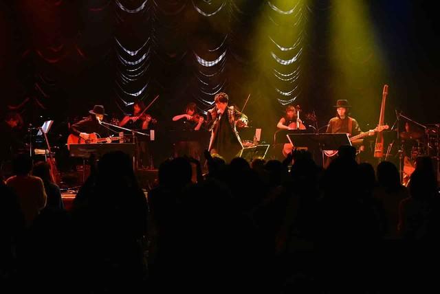 近藤晃央「近藤晃央 ONE MAN TOUR『damp sigh is sign』」東京・東京キネマ倶楽部公演の様子。(写真提供:アリオラジャパン)