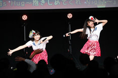 リーフシトロン「青春ペダル」を披露する雨宮かのん(左)と葉月智子(右)によるリーフレイン。(撮影:笹森健一)