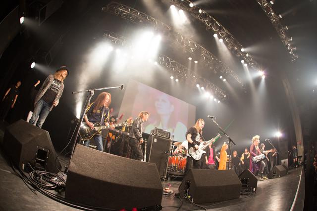 hideバンドセッションの様子。(c)HEADWAX ORGANIZATION CO.,LTD.(Photo by nonfix creative[HIROYUKI UENO / HITOMI KATADA])