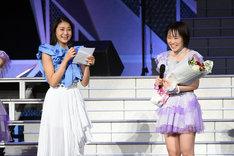 左から和田彩花、工藤遥。