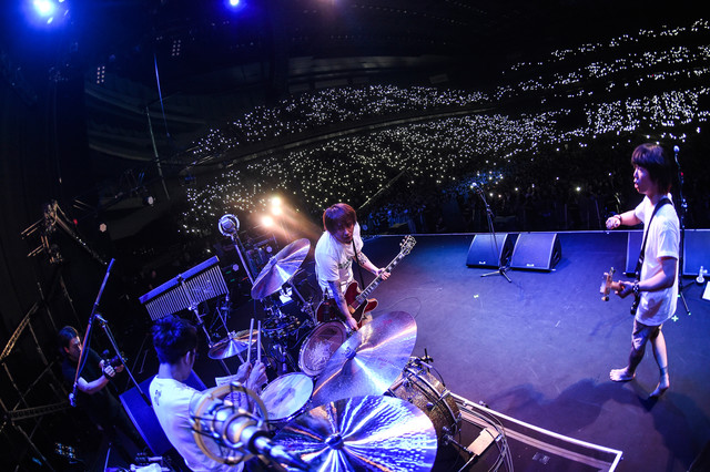 Hi-STANDARD「THE GIFT TOUR」埼玉・さいたまスーパーアリーナ公演の様子。(Photo by Teppei Kishida)