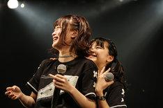 左からHIMEKA、FUMIKA。(写真提供:エイトワン)