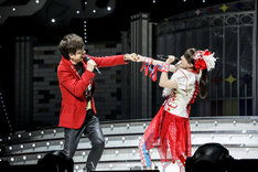 山寺宏一と百田夏菜子。(Photo by HAJIME KAMIIISAKA+Z)