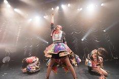 ベイビーレイズJAPAN「EMOTIONAL IDOROCK FES. 2017~虎ガースパイラル~」東京・東京キネマ倶楽部公演の様子。(写真提供:レプロエンタテインメント)